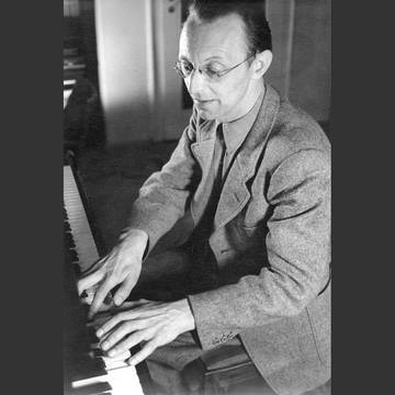 »As soon as I read through the text for the first time, it became clear to me that my chief task would be to start with the music inherent in Hölderlin's language.« (Carl Orff on his work on ›Antigonae‹)[4] (Carl Orff 1942), Photo: Inge Mantler