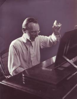 Carl Orff am Klavier 1938